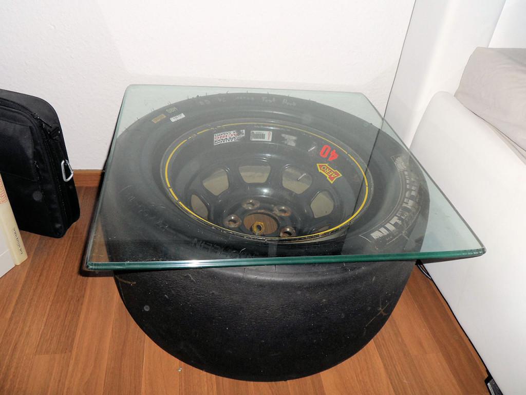 Der neue Nachtisch mit der original NASCAR Felge