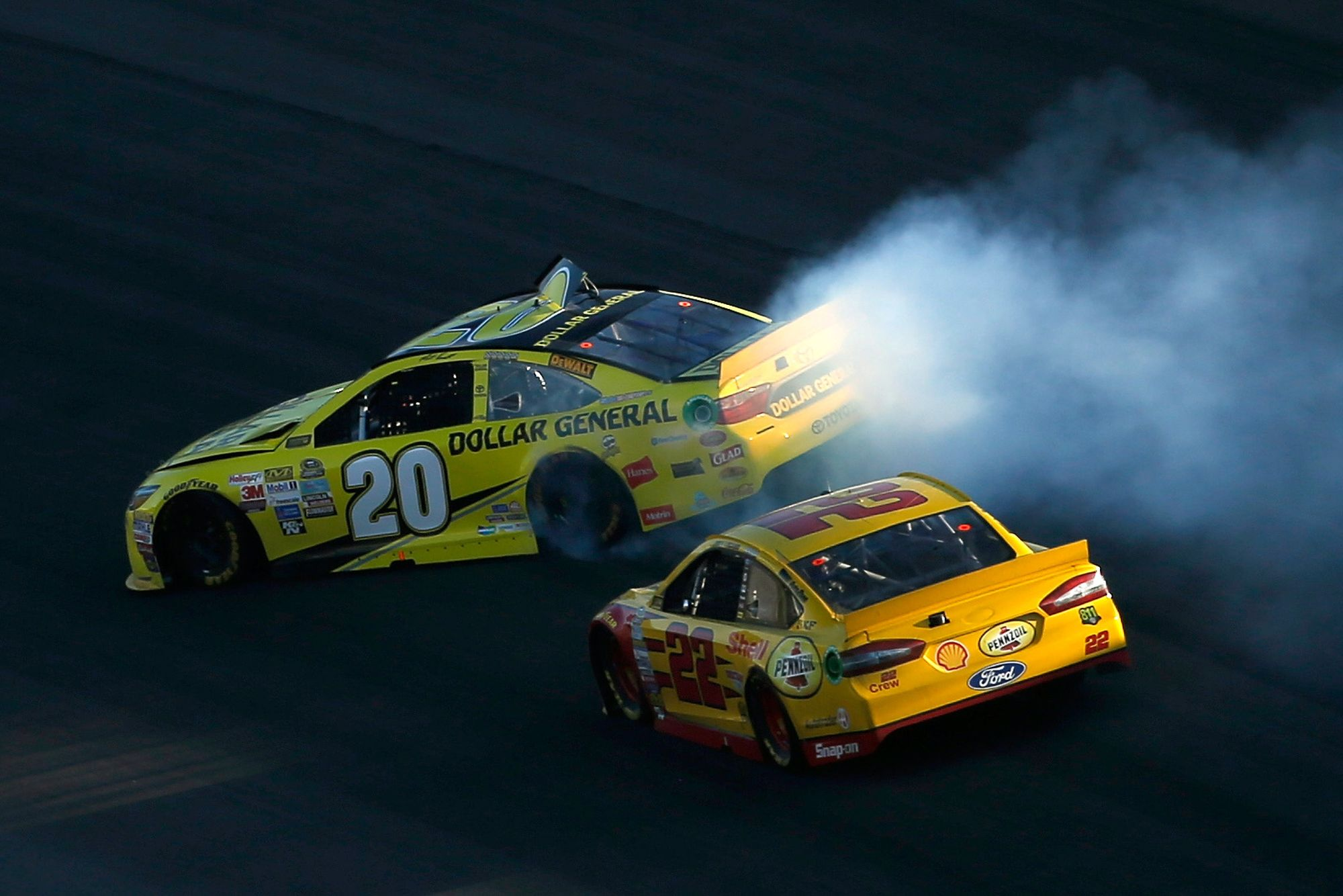 Logano vs Kenseth